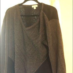 Sweaters - Gray/black sweater